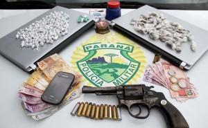 Pedras de crack e arma de fogo são apreendidas em Guaratuba