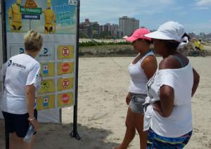 Detran faz ações educativas e atendimento na praia de Guaratuba